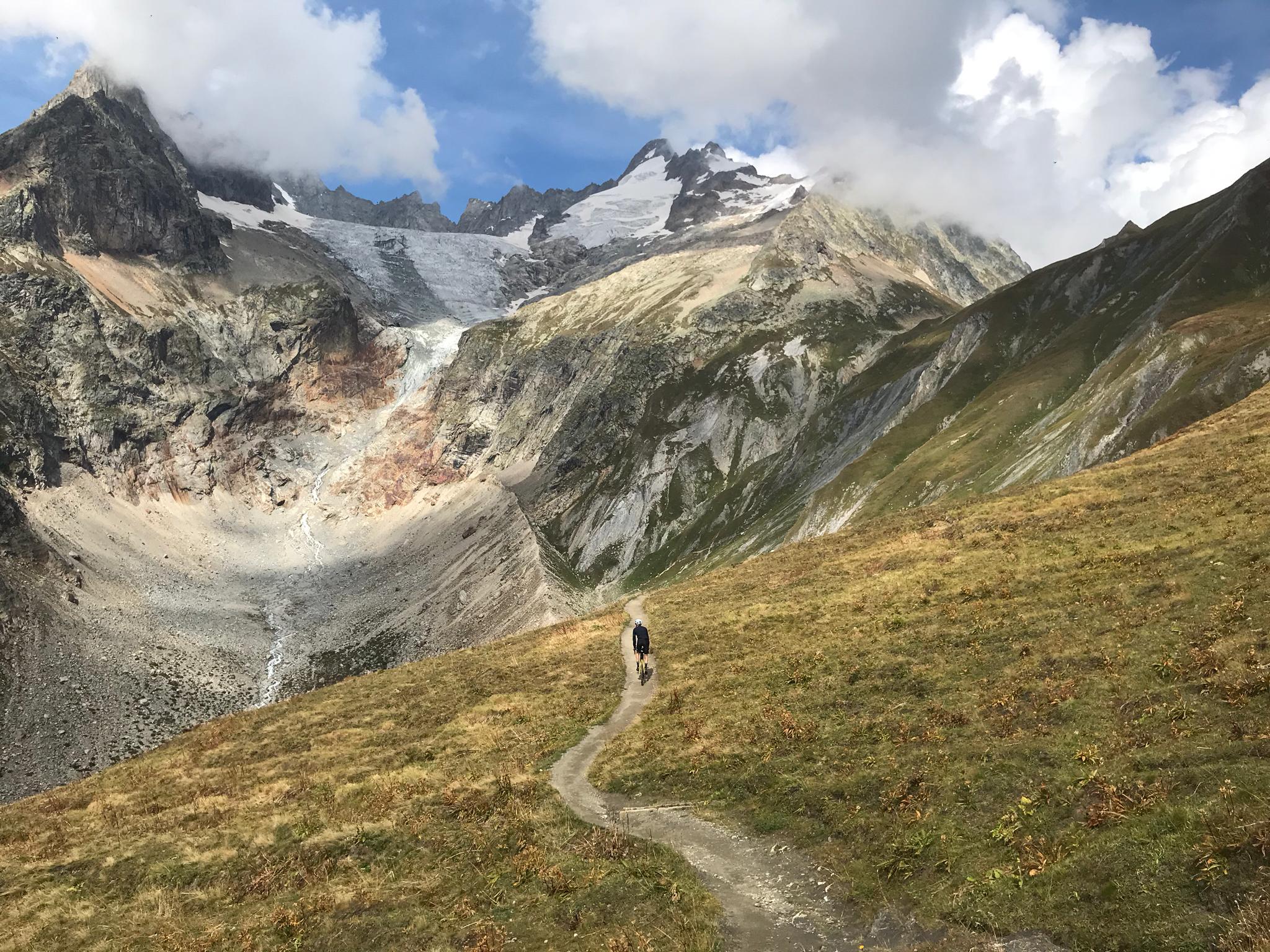 La descente du col Ferret en Italie